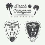 Sistema de las etiquetas, de los emblemas y del logotipo del voleibol del vintage Fotografía de archivo libre de regalías