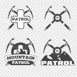 Sistema de las insignias y del logotipo de la montaña de la patrulla stock de ilustración