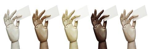 Sistema de las manos de madera de diversos colores que sostienen tarjetas de visita imagenes de archivo