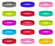 Sistema de las pulseras de goma multicoloras para el día de tarjetas del día de San Valentín Foto de archivo libre de regalías