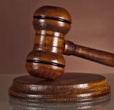 Sistema de lei, justiça, martelo, martelo dos leiloeiros foto de stock