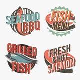 Sistema de logotipos con los salmones asados a la parrilla Ilustración del vector Imagen de archivo