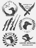 Sistema de logotipos, de etiquetas y de insignias del perro perdiguero de la caza Perro, pato, armas Vector Imagenes de archivo