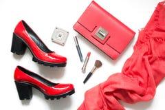 Sistema de los accesorios rojos del ` s de las mujeres para la fecha o el día de fiesta especial Endecha plana Fotos de archivo
