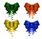 Sistema de los arcos de seda realistas coloridos elegantes de diversos colores con el modelo del copo de nieve Aislado libre illustration
