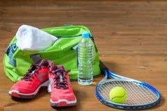 Sistema de los deportiva de instalaciones para jugar a tenis Fotografía de archivo