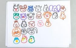 Sistema de los dibujos del niño de diversas cabezas del animal y del pájaro ilustración del vector