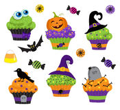 Sistema de los dulces de Halloween, de magdalena y de iconos coloridos de los caramelos Fotos de archivo libres de regalías