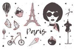 Sistema de los elementos de París y de Francia - mujer parisiense elegante, perfume, cruasán francés, torre Eiffel, vidrio de cha Fotografía de archivo