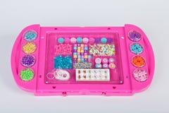 Sistema de los elementos para hacer el juego de los collares para las muchachas Fotografía de archivo