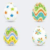 Sistema de los huevos de Pascua coloreados en un fondo blanco Libre Illustration