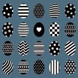 Sistema de los huevos de Pascua Diversas siluetas del huevo con las rayas, los puntos, los corazones y los modelos Para las tarje ilustración del vector