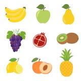 Sistema de los iconos coloridos manzana, pera, melocotón, plátano, uvas, kiwi, limón, granada, piña de la fruta de la historieta foto de archivo