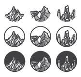 Sistema de los iconos del logotipo de la montaña ilustración del vector