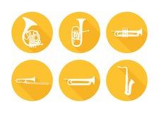 Sistema de los instrumentos musicales de cobre amarillo de la orquesta Fotografía de archivo libre de regalías