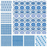 Sistema de los modelos inconsútiles - baldosas cerámicas azules con el orname floral Fotografía de archivo