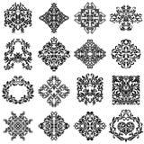 Sistema de los ornamentos del damasco para el uso del diseño Elementos florales y del vintage elegantes Adornos aislados en el fo Imagen de archivo