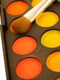 Sistema de sombreadores de ojos naranja-amarillos multicolores con Brushe, closeu Imagen de archivo