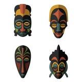 Sistema de máscaras tribales étnicas africanas en el fondo blanco Fotografía de archivo libre de regalías