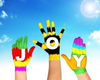 Sistema de manos coloridas con alegría de la palabra Imagen de archivo