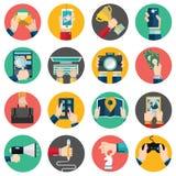 Sistema de manos usando servicio de Internet del negocio y comercio electrónico Tabletas de Smartphone Foto de archivo