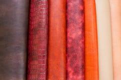 Sistema de materiales de cuero coloridos fotografía de archivo libre de regalías
