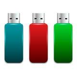 Sistema de memorias USB brillantes, brillantes en la posición de mentira imágenes de archivo libres de regalías