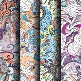 Sistema de modelos inconsútiles coloridos del tracery Curvado garabateando los fondos para la materia textil o imprimiendo con me ilustración del vector