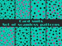 Sistema de modelos inconsútiles con los trajes de los naipes Tarjetas de los números Fotos de archivo