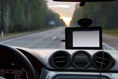 Sistema de navegação no para-brisa do carro imagens de stock royalty free