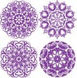 Sistema de 4 ornamentos redondos de un color, estampados de flores del cordón libre illustration