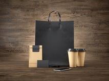 Sistema de panier negro, de paquete del arte, de dos tazas de café marrones, de tarjetas de visita en blanco y de smartphone gené Fotos de archivo
