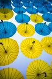 Sistema de paraguas coloreados foto de archivo