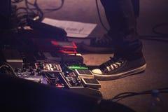 Sistema de pedales del efecto de la distorsión, música rock Imagenes de archivo