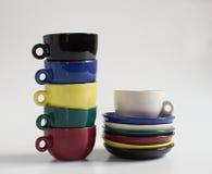 Sistema de pequeñas tazas coloridas Imagen de archivo libre de regalías