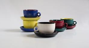 Sistema de pequeñas tazas coloridas Foto de archivo libre de regalías
