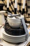 Sistema de platos atados con una cinta Fotos de archivo libres de regalías
