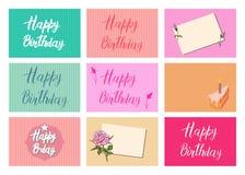 Sistema de postales brillantes Letras de la caligrafía del feliz cumpleaños en diversos fondos Diseños festivos de la tipografía  stock de ilustración