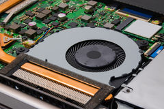 Sistema de refrigeração de portátil instalado no cartão-matriz imagem de stock