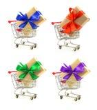 Sistema de regalos con las cintas rojas, azules, verdes en los carros de la compra Foto de archivo libre de regalías