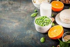 Sistema de ricos de la comida en calcio Imagenes de archivo