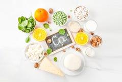 Sistema de ricos de la comida en calcio Foto de archivo libre de regalías