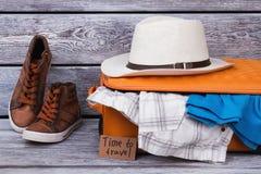 Sistema de ropa y de accesorios del ` s de los hombres Fotografía de archivo libre de regalías