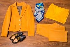 Sistema de ropa y de accesorios femeninos elegantes Imágenes de archivo libres de regalías