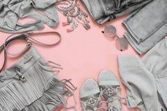 Sistema de ropa y de accesorios grises Imagenes de archivo