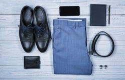 Sistema de ropa y de accesorios masculinos elegantes Fotografía de archivo libre de regalías