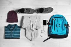 Sistema de ropa y de accesorios masculinos de moda Foto de archivo