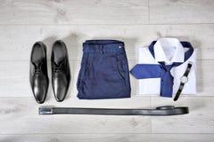 Sistema de ropa y de accesorios masculinos de moda Fotografía de archivo