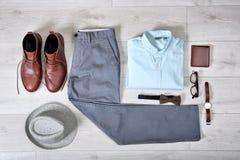 Sistema de ropa y de accesorios masculinos de moda Imagenes de archivo