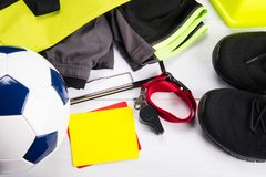 Sistema de ropa y de accesorios para el deportista del futbolista en un fondo ligero Imagenes de archivo